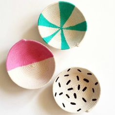 rope baskets for rings and trinkets Easy Sewing Projects, Sewing Crafts, Craft Projects, Project Ideas, Rope Crafts, Diy Crafts, Painted Baskets, Rope Basket, Cool Diy