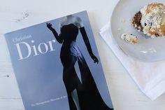 El Metropolitan Museum of Art ofrece 20 libros de moda gratis para descargar desde su biblioteca online sobre Christian Dior o Diana Vreeland...