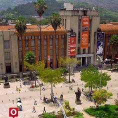 El Museo de Antioquia es el museo más importante de Medellín, y uno de los más conocidos de Colombia. Fue el primero fundado en el departamento de Antioquia, el segundo en el país.  El patrimonio estaba representado en objetos como documentos, armas, banderas y otros que provenían de importantes períodos históricos en Antioquia y de Colombia, desde la Independencia, hasta la Guerra de los Mil Días. Igualmente contaba con piezas de arte precolombino, rocas, minerales y colecciones…