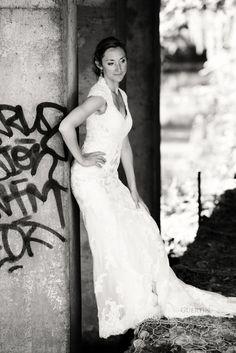 Love whit grafiti One Shoulder Wedding Dress, Wedding Photography, Poses, Weddings, Wedding Dresses, Fashion, Figure Poses, Bride Dresses, Moda