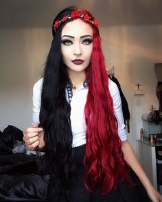 Red and black split dyed hair Pretty Hair Color, Red Hair Color, Blue And Red Hair, Black Hair, Split Dyed Hair, Half Dyed Hair, Half And Half Hair, Square Face Hairstyles, Hair Dye Colors