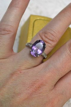 Beautiful Solitaire Oval Cut Amethyst CA925 Sterling Ring with Diamond Chip…