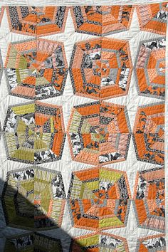 Halloween quilt - Ghastly Spiderweb by Quilt It. Another great Halloween block