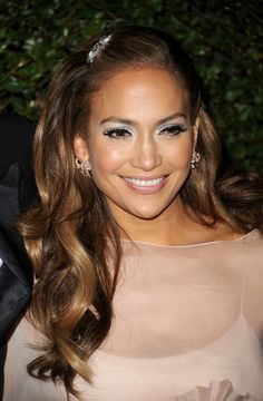 Jennifer Lopez Long Balayage Hairstyle With Clip For Formal Bridal Hair Down Jennifer Lopez, Pretty Hairstyles, Easy Hairstyles, Bridal Hair Down, Beach Wave Hair, Beach Waves, Red Carpet Hair, Her Hair, Hair Inspiration