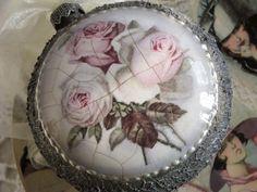 Pless-vintage: Medalion - róże i efekt metalu