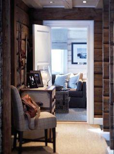 Love this mountain cottage hallway! Chalet Design, Cabin Design, House Design, Cabin Homes, Log Homes, Cottage Hallway, Home Interior, Interior Design, Cabins And Cottages