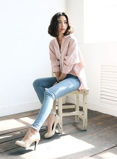 Love the light colored denim skinnies and blush blouse for Spring