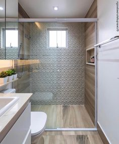 Bathroom Tub: The Complete Guide to Choosing Your Bathroom - Home Fashion Trend Bathroom Design Small, Bathroom Colors, Bathroom Interior Design, Bathroom Styling, Bathroom Sets, Style At Home, Pinterest Room Decor, Ideas Baños, Bad Styling
