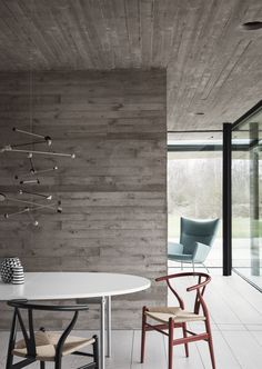 Den klassiske Y-stolen eller Wishbone Chair fra Carl Hansen - designet av Hans J. Wegner #wegner #wishbonechair #ystolen #red #black