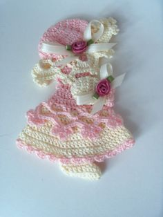 Crochet Doll Pattern, Crochet Dolls, Crochet Baby, Free Crochet, Crochet Patterns, Witch Decor, Note Holders, Sunbonnet Sue, Doll Quilt