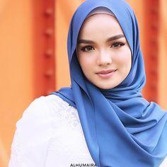 Image may contain: 1 person, closeup How To Wear Hijab, Hijab Wear, Hijab Outfit, Kebaya Muslim, Muslim Hijab, Beautiful Muslim Women, Beautiful Hijab, Hijabi Girl, Girl Hijab
