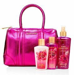 Kit Victoria Secret Incluye: *Bolso *Splash Pure Seduction 250ml *Crema de Manos Pure Seduction 125ml *Jabón liquido 125ml $90.000