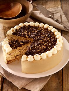 Kaffee-Whiskey-Torte Coffee Whiskey Cake Recipe: A creamy cake with ground almonds for the festive c No Bake Cookies, Cake Cookies, Food Cakes, Cupcake Cakes, Sweet Recipes, Cake Recipes, Whiskey Cake, Chocolate Chip Pie, German Baking
