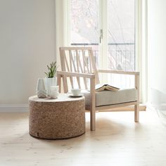 White interior nature when fall is coming. Fall Is Coming, Minimal Living, New Living Room, Scandinavian Design, Floor Chair, Perfect Place, Sofas, Minimalism, Accent Chairs