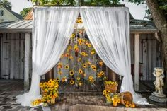 Are you thinking about having your wedding by the beach? Are you wondering the best beach wedding flowers to celebrate your union? Here are some of the best ideas for beach wedding flowers you should consider. Perfect Wedding, Fall Wedding, Wedding Ceremony, Rustic Wedding, Our Wedding, Dream Wedding, Wedding Venues, Wedding Arches, Wedding Country