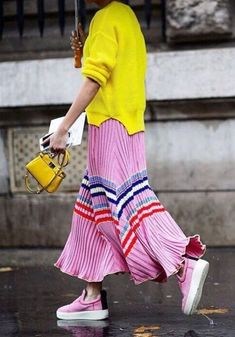 How to Wear: The Best Casual Outfit Ideas (With images) Fashion Mode, Fast Fashion, Look Fashion, Fashion Design, Fashion Trends, Fashion Ideas, Fashion Tips, Colorful Outfits, Colorful Fashion