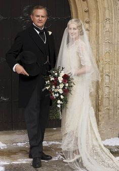 DOWNTON ABBEY Season 6 Episode Robert Crawley, Earl of Grantham, with daughter Lady Edith Crawley at her wedding to Bertie Pelham. Downton Abbey Costumes, Downton Abbey Fashion, Gentlemans Club, Edith Crawley, Robert Crawley, Downton Abbey Season 6, Lady Mary, Gown Photos, Glamour