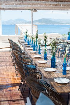 Beautiful matching colors for this magnificent beach wedding . Loved by we.artanna.be