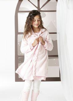 Lencería infantil: bata polar y pijama dos piezas en 100% algodón