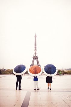 Family portrait at the Eiffel Tower by wedding photographer Yolanda Villagran Oh Paris, I Love Paris, Paris France, Monuments, Places To Travel, Places To Go, Image Paris, Torre Eiffel Paris, My Little Paris