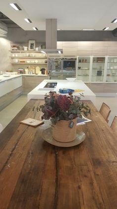 Nossos arranjos estão expostos na loja FAVO no Casashopping na Barra da Tijuca - RJ. Dá uma passadinha lá pra conferir a qualidade de nossas flores. Você vai achar que são naturais. #florespermanentes #florespermanentesdealtopadrão #arranjosflorais #floresartificiais #lindodemais