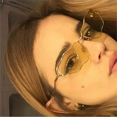 "6,810 gilla-markeringar, 22 kommentarer - Hot (@stylemefresh) på Instagram: ""@monicaarmario wearing @manemanestudio sunglasses ✨ ✨"""