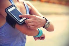 mulher-celular-corrida