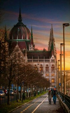 Budapeşte MACARİSTAN #eBs1903 #hungary #budapest #architecture #parliament #vintage #history #evening