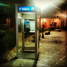 Cabina de Telefónica... Aquellos maravillosos años sin teléfono móvil...