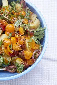 Ein Rezept von Tastesheriff für einen super Sommer Salat mit Karoffeln und Tomaten. Passt super auf jedes Grill Buffet, den Abendbrotstisch oder in die Lunchbox.