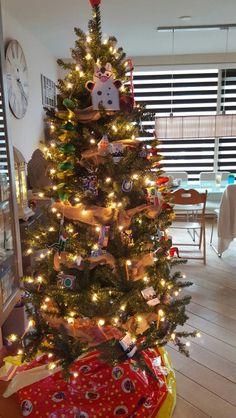 Kerstboom met sinterklaas versiering.