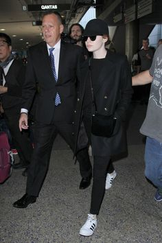 emma-stone-lax-airport-in-los-angeles-12-19-2016-6.jpg (1280×1920)