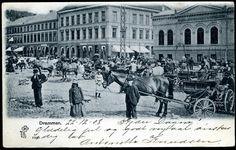 DRAMMEN. Torvet med mange mennesker og vogner med hester  Utg P. Alstrup. Br. 1908