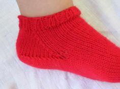 Knitting socks toe up. Crochet Socks, Knitting Socks, Knit Crochet, Slippers, Toe, Fashion, Tricot, Knit Socks, Moda