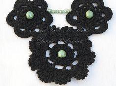 Collier noir au crochet avec perles