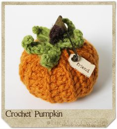 crochet pumpkin with links to written and video tutorials.