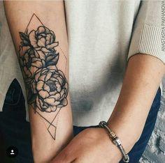 Tatuagem flor feminina