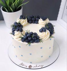 Cake Decorating Designs, Cake Decorating Videos, Cake Decorating Techniques, Cake Designs, Cupcakes, Cupcake Cakes, Fruit Cake Design, Beautiful Birthday Cakes, Gateaux Cake