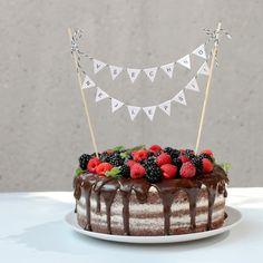 gather moments : Narozeninový dortík Happy Brithday, Birthday Parties, Birthday Cake, Baby Party, Dessert Recipes, Desserts, Party Cakes, Tiramisu, Food To Make