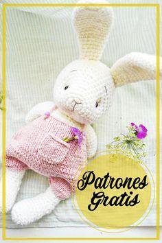 Patrón de Ganchillo Gratis Conejito Amigurumi Knitted Bunnies, Crochet Animal Amigurumi, Crochet Bunny Pattern, Crochet Rabbit, Crochet Animal Patterns, Knitted Animals, Crochet Bear, Cute Crochet, Amigurumi Patterns