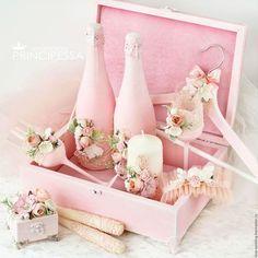Купить или заказать 'Розовая нежность' свадебный набор в интернет-магазине на Ярмарке Мастеров. Свадебный набор 2017 года. Возможен повтор В набор входит: -шкатулка для колец 2500р -бокалы 2500р -декор свадебных бутылок (без стоимости напитка) 3500р -подвязка невесты 1500р -плечики для платья 1200р -свечи набор 2500р -шкатулка для конвертов большая 35х25х10см 5000р Все аксессуары можно приобрести по-отдельности. Наборы составляются по вашему желанию.