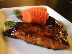 Teriyaki Salmon grams of salmon filet, cut into 4 equal size pieces 1 tablespoon of oil 2 tablespoons of soy sauce 2 tablespoons of mirin 4 tablespoons of sake tablespoon of sugar carrot cut into flower for garnish Fish Recipes, Seafood Recipes, Asian Recipes, Great Recipes, Favorite Recipes, Healthy Recipes, Simple Recipes, Healthy Foods, Gastronomia