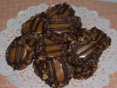 Easy Christmas Treats using pretzels, caramel, chocolate, and nuts