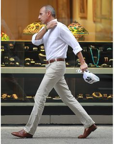 Nice, clean, simple whiskeysoaked: Nothing wrong with simplicity. howtotalktogirlsatparties: Matt Lauer is by no means a style icon, but he is a great style example. Sharp Dressed Man, Well Dressed, Matt Lauer, Gentleman Style, Stylish Men, Casual Looks, Smart Casual, Classic Looks, Formal