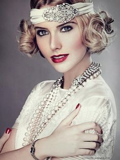 1920s vintage gatsby style fashion - beautiful woman in white vintage dress - win her smile with South Sea white pearl necklace -