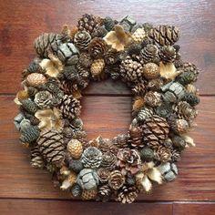 Christmas Ideas, Christmas Wreaths, Christmas Crafts, Pine Cone Crafts, Wreath Tutorial, Pinecone, Diy Crafts, Holiday Decor, Fall