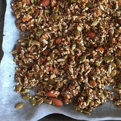Sugar-free, crunchy granola that keeps you saturated for a long time! - Sugar-free, crunchy granola that keeps you saturated for a long time! Good Healthy Recipes, Healthy Choices, Healthy Snacks, Snack Recipes, Crunchy Granola, Low Carb Diet, Smoothies, Brunch, Food And Drink