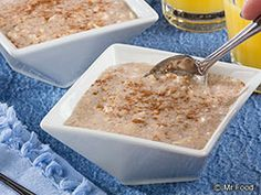 When you know you've got a busy morning coming up, make our recipe for Cinnamon Roll Oatmeal the night before. You'll have a filling and satisfying breakfast (that tastes like dessert!) waiting for you to enjoy! Diabetic Breakfast Recipes, Diabetic Recipes, Brunch Recipes, Healthy Recipes, What's For Breakfast, Breakfast Smoothies, Breakfast Dishes, Cinnamon Recipes, Cinnamon Rolls