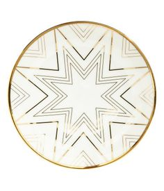 White/star. Porcelain plate with a shimmering, metallic printed design. Diameter 6 in.