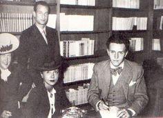 Lucien Rebatet dédicaçant Les Décombres à la librairie Rive Gauche, le samedi 3 octobre 1942
